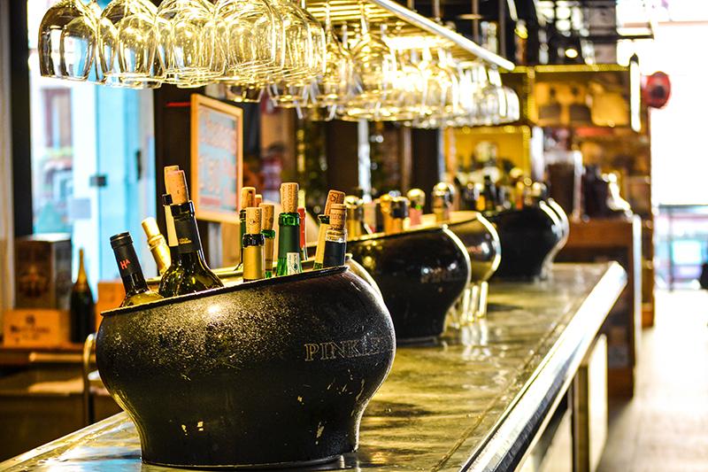 bar café bistrot arles saint remy maussane alpilles camargue montagnette