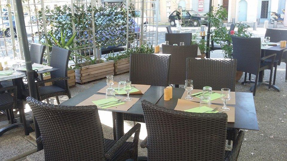 Restaurant Place Voltaire Arles