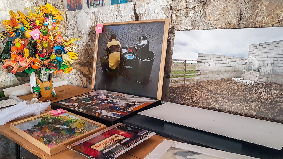 vente aux enchères de photographie à la Chapelle de la Madeleine à Arles pour l'Ete Indien et le Marché des Collectionneurs