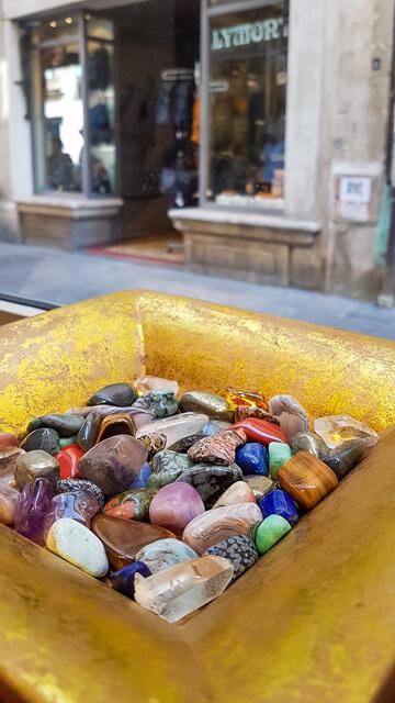gemme les pierres Arles lithothérapie et bijoux en pierres