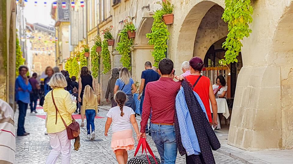 Rue des halles Journée commerce et artisanat 2018 à Tarascon