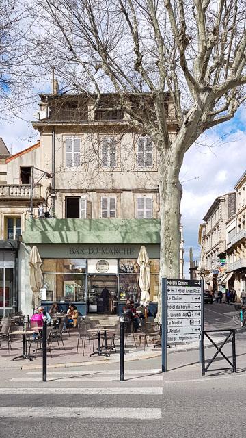 Bar du marché à Arles, le rdv du samedi matin après le marché