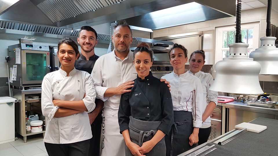 Hameau des Baux Paradou Alpilles restaurant étoilé Cicada Christophe Chiavola