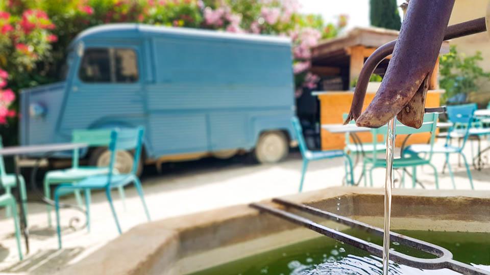 Hameau des Baux Paradou Alpilles Bistrot gourmand le Camion Bleu
