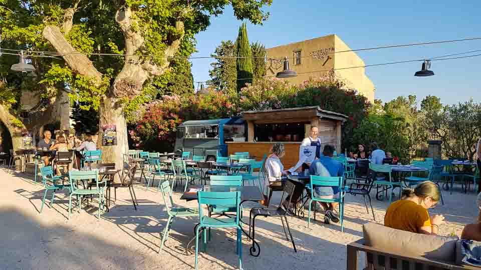 Hameau des Baux Paradou Alpilles Hotel restaurant Camion Bleu Bistrot gourmand
