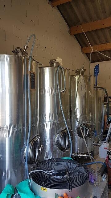 cuves bières bio arles et naturelles de BAA la Brasserie Artisanale Arlésienne à Arles