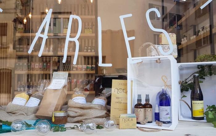 Confinement Arles : la liste des petits commerces et producteurs ouverts, Livraison, Vente à emporter, drive