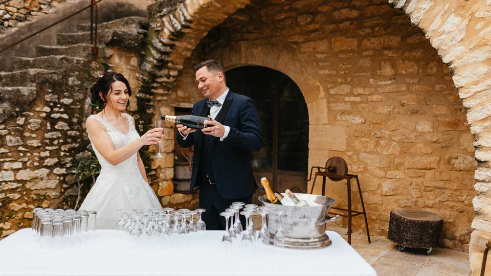 Location vaisselle, mobilier et chapiteaux pour tous vos evenements sur Arles et Alpilles - Garden Party
