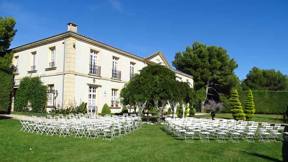Officiante Cérémonie laique et voeux de mariage sur Arles, la Camargue et les Alpilles avec M pour la Vie